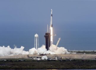 SpaceX mission tests tourism